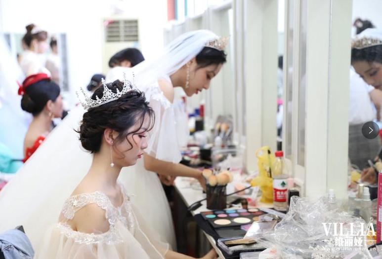 化妆培训,2019年23届学员化妆实战花蕠